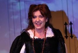 Luisa Sermol as Mary